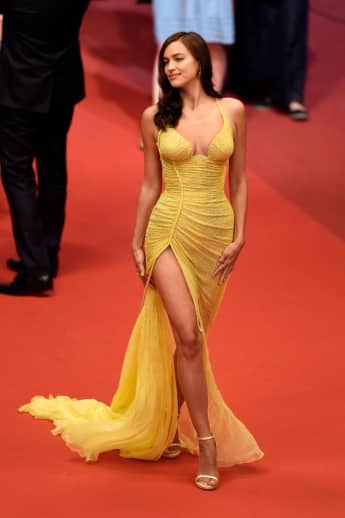 Irina Shayk gelbes Kleid Versace After-Baby-Body Traumfigur Filmfestspiele Cannes
