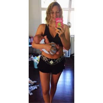 Janni Hönscheid zeigt stolz ihren Sohn und ihren After-Baby-Body