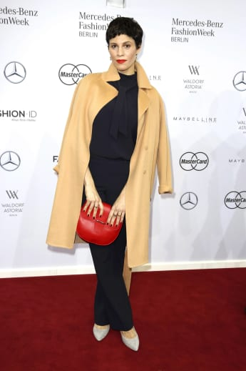 Jasmin Gerat auf der Fashion Week in Berlin