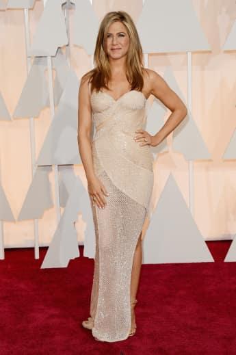 Jennifer Aniston kam in Versace auf die Oscar-Verleihung 2015