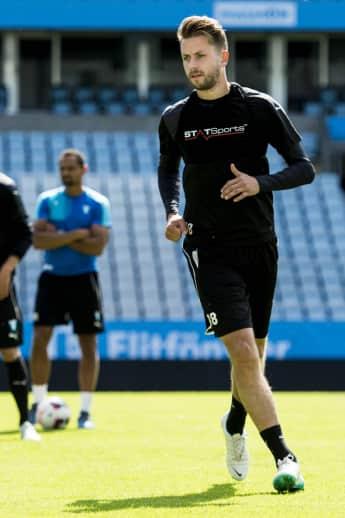 Kári Árnason spielt in der schwedischen Nationalmannschaft