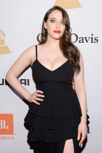 Kat Dennings auf der Pre-Grammy Gala in Beverly Hills
