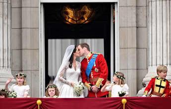 Herzogin Kate und Prinz Williams romantischer Hochzeitkuss