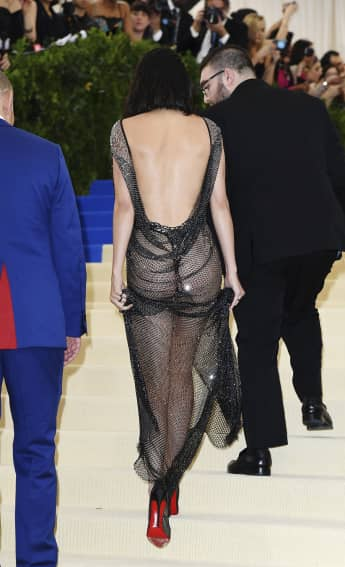 Kendall Jenner in einer Cut-Out-Robe vom Luxe Lingerie Label La Perla auf der Met Gala 2017 in NYC