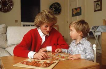 Lady Diana und Prinz William bei einem Puzzle im Kensington Palast