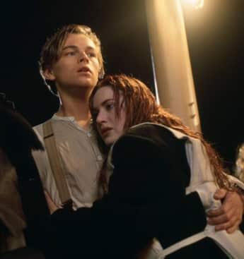 """Leonardo DiCaprio alias """"Jack"""" und Kate Winslet alias """"Rose"""" im Film """"Titanic"""""""