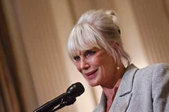 "Linda Evans alias ""Krystle Carrington"" in Dynasty"