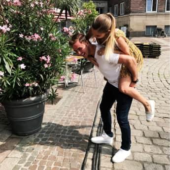 Mario Götze Ann-Kathrin Brömmel verliebt Paar Fußballer Model verlobt