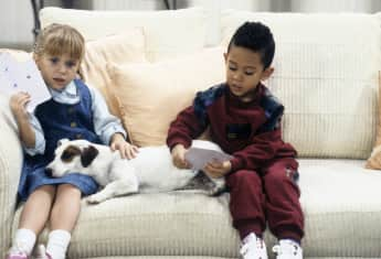 "Mary-Kate Olsen (""Michelle"") und Tahj Mowry (""Teddy"") in ""Full House"""