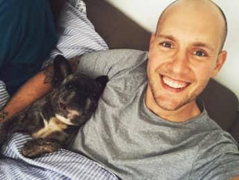 Oliver Petszokat , besser bekannt als Oli P., mit Hund Pontus via Instagram