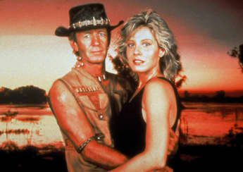 "Paul Hogan und Linda Kowlowski in ""Crocodile Dundee"" 1986"