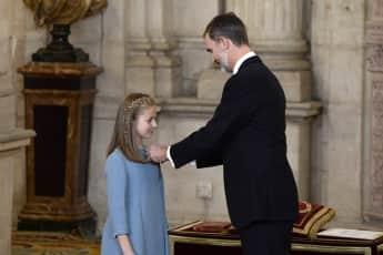 König Felipe VI. von Spanien verleiht seiner Tochter Prinzessin Leonor den Orden des goldenen Vlies, spanische Königsfamilie, spanische Royals