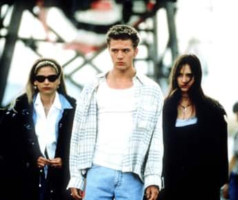 """Sarah Michelle Gellar, Ryan Phillippe und Jennifer Love Hewitt in einer Szene von """"Ich weiß was du letzten Sommer getan hast"""""""