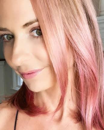 Sarah Michelle Gellar mit pinkem Haar