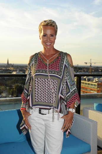 Sonja Zietlow moderiert Dschungelcamp