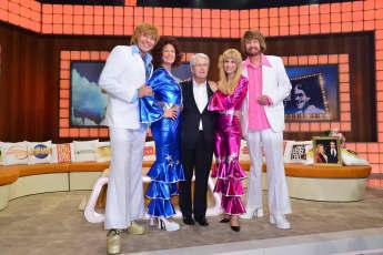 Welche Stars imitieren hier ABBA?