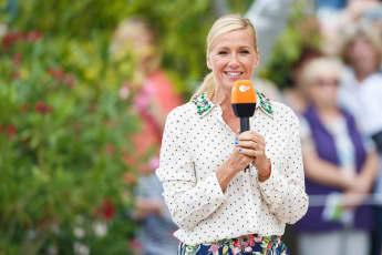 """Andrea Kiewel moderiert den """"ZDF Fernsehgarten"""""""