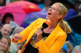 """Andrea Kiewel moderierte den """"ZDF Fernsehgarten"""" zum ersten Mal im Jahr 2000"""