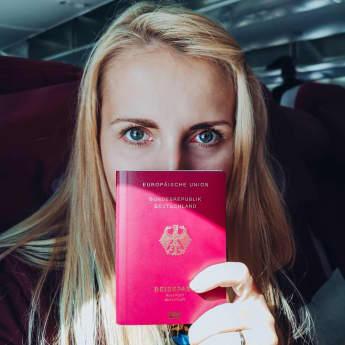 """Packt """"Bauer sucht Frau""""-Star Anna Heiser etwa ihre Koffer?"""