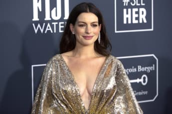 Anne Hathaway Critics Choice Awards 2020