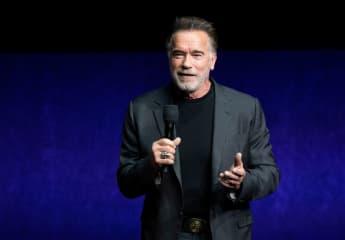 Arnold Schwarzenegger erschüttert Co-Stars mit virtuellem Überraschungsauftritt