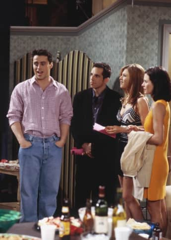 "Matt LeBlanc als Joey Tribbiani, Ben Stiller als Tommy, Jennifer Aniston als Rachel Green und Courteney Cox Arquette als Monica Geller in ""Friends"""