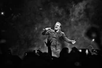 Bono bei dem U2-Konzert in Berlin