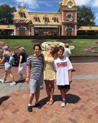 Britney Spears zeigt sich glücklich mit ihren Söhnen auf Instagram