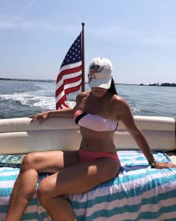 Brooke Shields verzückt die Fans mit Bikini-Schnappschüssen