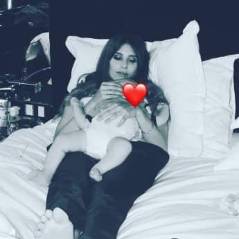 Cathy Hummels mit ihrem Sohn
