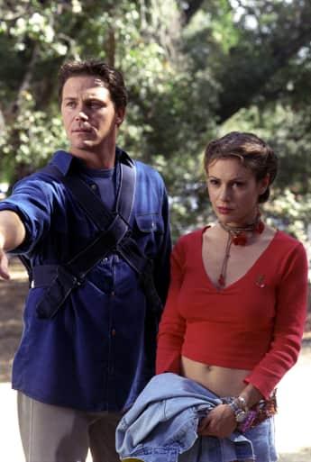 """Brian Krause als """"Leo"""" und Alyssa Milano als """"Phoebe"""" in """"Charmed - Zauberhafte Hexen"""""""