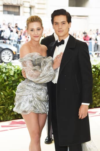 Lili Reinhart und Cole Sprouse machen Beziehung öffentlich