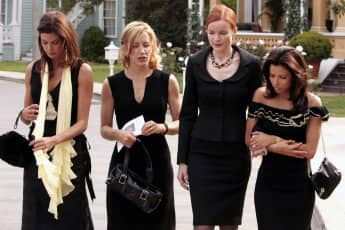 """Desperate Housewives"" Staffel zwei Folge eins: Teri Hatcher als Susan Mayer, Felicity Huffman als Lynette Scavo, Marcia Cross als Bree Van De Camp, Eva Longoria als Gabrielle Solis"