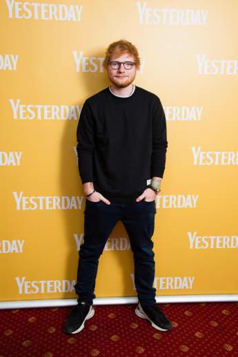 """Ed Sheeran bei einer Vorführung des Filmes """"Yesterday"""" in England 2019"""