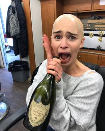 Emilia Clarke Game of Thrones Glatze Daenerys Targaryen Drachen TV