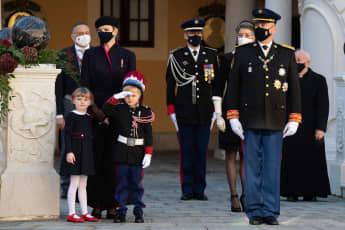 Fürstin Charlène von Monaco, Prinzessin Gabriella und Prinz Jaques am monegassischen Nationalfeiertag