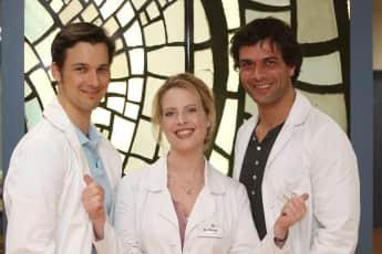"""""""Dr. Haase"""" zwischen zwei Männern: """"Dr. Meier"""" oder  """"Dr. Kaan""""?, """"Doctor's Diary"""" Florian David Fitz, Diana Amft, Kai Schumann"""