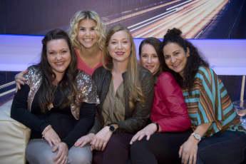 """Die """"Freundinnen – jetzt erst recht """"-Darstellerinnen Sarah Victoria, Franziska Arndt, Katrin Höft und Shirin Soraya trafen Schlagersängerin Beatrice Egli"""