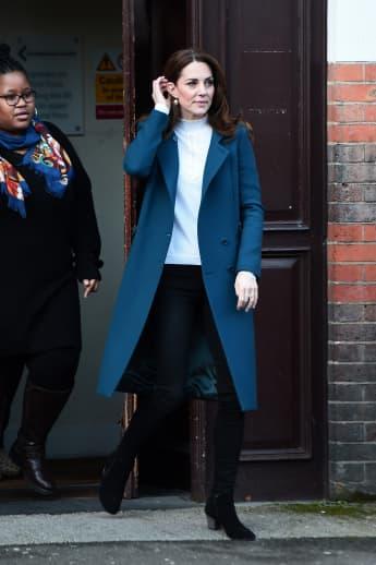 Herzogin Kate Mantel blau