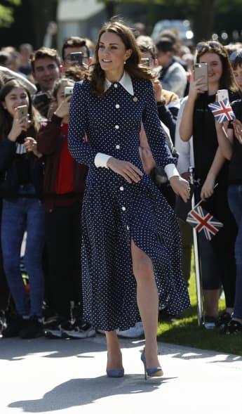 Herzogin Kate zeigt Bein