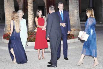 Königin Letizia und König Felipe begrüßen bei einem Empfang auf Mallorca die Gäste