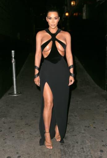 Kim Kardashian in einem Hauch von nichts
