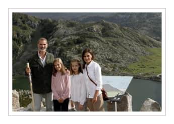Königin Letizia König Felipe Prinzessin Sofia Prinzessin Leonor Weihnachtskarte spanische Royals