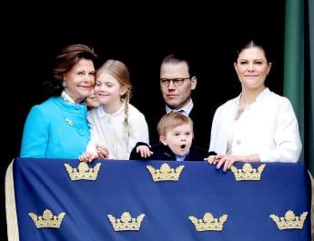 Königin Silvia, Prinzessin Estelle, Prinz Daniel, Prinz Oscar, Prinzessin Victoria Schweden Balkon