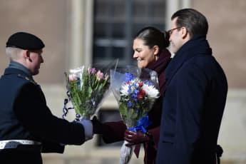 Kronprinzessin Victoria mit ihrem Mann Prinz Daniel an ihrem Namenstag 2019