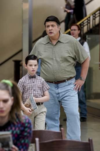"Lance Barber als Sheldons Vater ""George Cooper Sr."" bei ""Young Sheldon"""