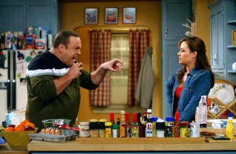 "Kevin James und Leah Remini in ""King of Queens"""