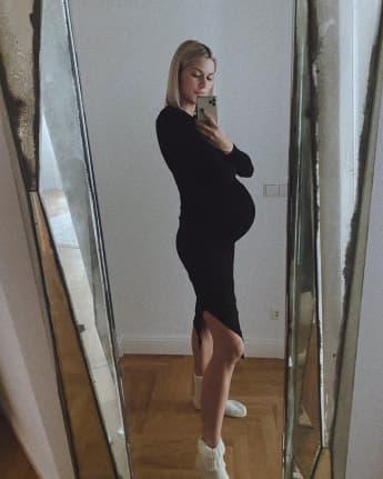 Schwangere Lena Gercke zeigt ihren Babybauch