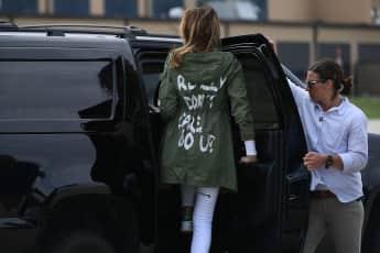 """Melania Trumps """"Don't Care""""-Mantel sorgt für Furore"""