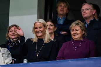Prinzessin Mette-Marit neben der Premierministerin Erna Solberg beim NM Cup.